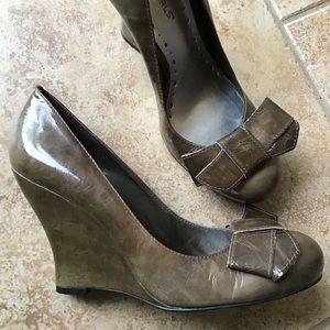 BCBG BCBGIRLS olive leather wedge heels 7.5
